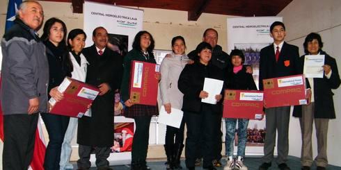 LAJINO.CL ES LAJA EN INTERNET // Mejores alumnos de La Aguada reciben becas y se anuncia Gimnasio para el sector