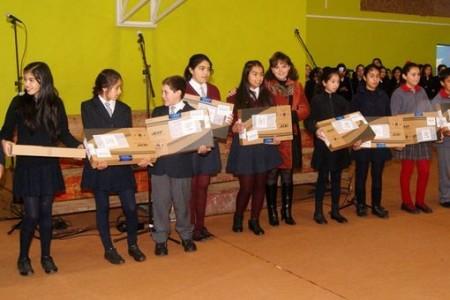 Programa Yo Elijo Mi PC entregó 137 computadores en estudiantes de Laja