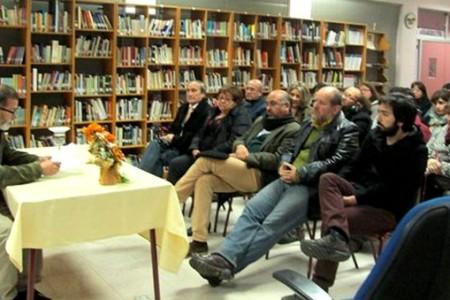 Miembro de la Academia Chilena de la Lengua dictó charla en la comuna