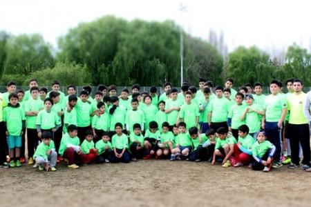 Entregan implementación a niños de Escuelas Deportivas Integrales de nuestra comuna