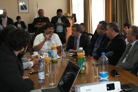 Autoridades provinciales se reúnen con alcalde de Recoleta para conocer detalles de Farmacia Popular