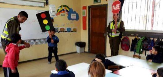 Carabineros de la Subcomisaria de Laja desarrolla charlas de educación vial en escuelas