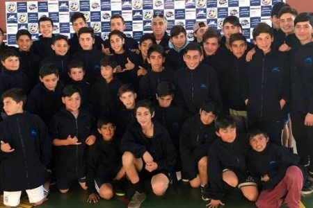 Entregan implementación para academia municipal de fútbol de proyección