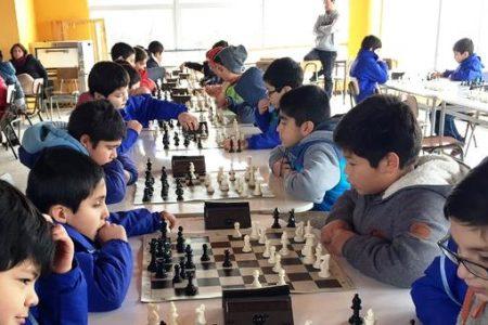 Alumnos de escuela Andrés Alcázar destacan en torneo de ajedrez